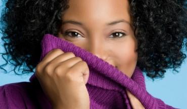 femme noire ou metisse souriante 780