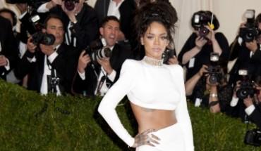 Rihanna en top blanc