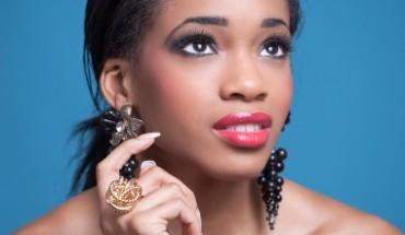 femme noire maquillage soirée