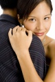 couple_enlace_femme_asiatique
